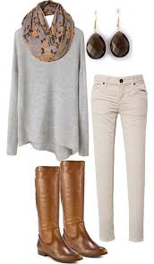 gri triko ile beyaz pantolon kombini