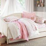 çocuk pembe yatak odası