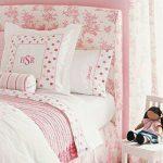 beyaz ve pembe uyumu pembe duvarlar