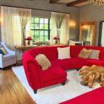 kırmızı koltuk takımına halı rengi