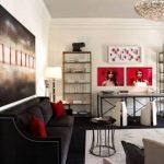 kırmızı ve beyaz salon dekorasyonu fume koltuklar krem duvarlar