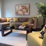 kahverengi ve sarı koltuk takımı