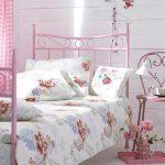 pembe yatak odası pembe karyola