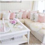 pudra ve beyaz koltuk takımları