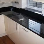 siyah granit mutfak modelleri mutfakta durusu