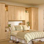 Ust kismi dolapli yatak odası dekorasyonu