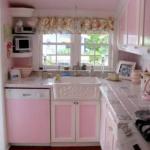 Şeker pembesi mutfak dolapları