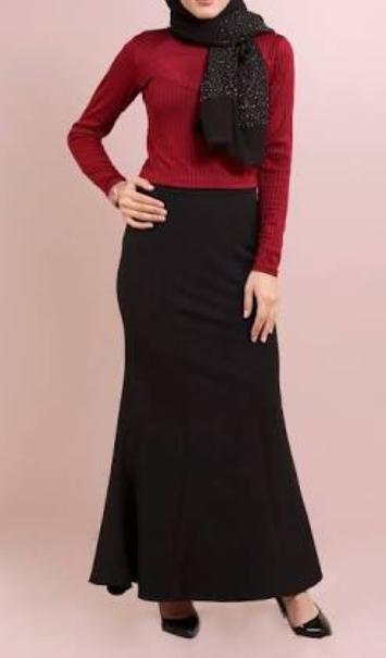 kırmızı etek siyah bluz