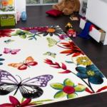 kelebek desenli bebek odasi halısı