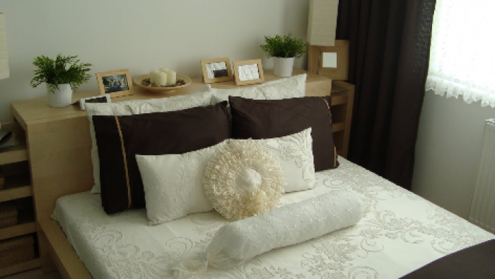 Yatak Odasına Canlı Çiçek Konulur Mu?